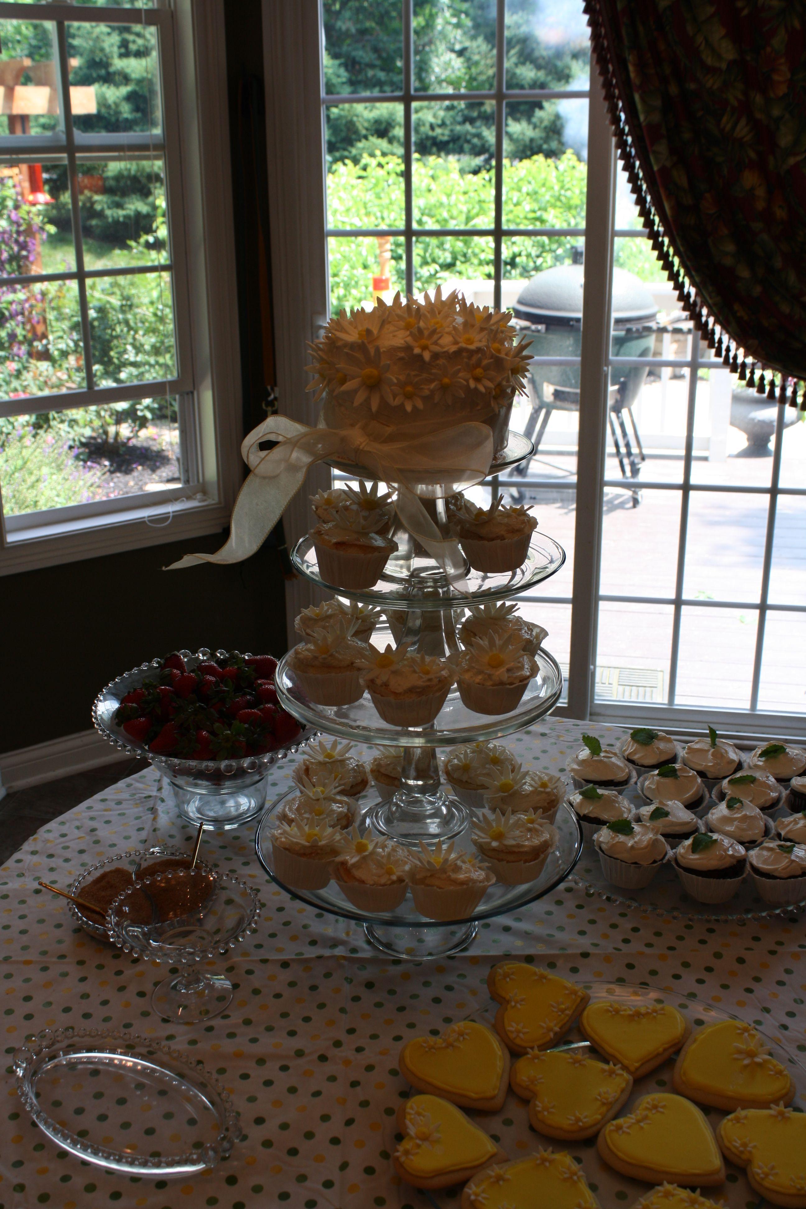 Daisy Cake Dessert Table
