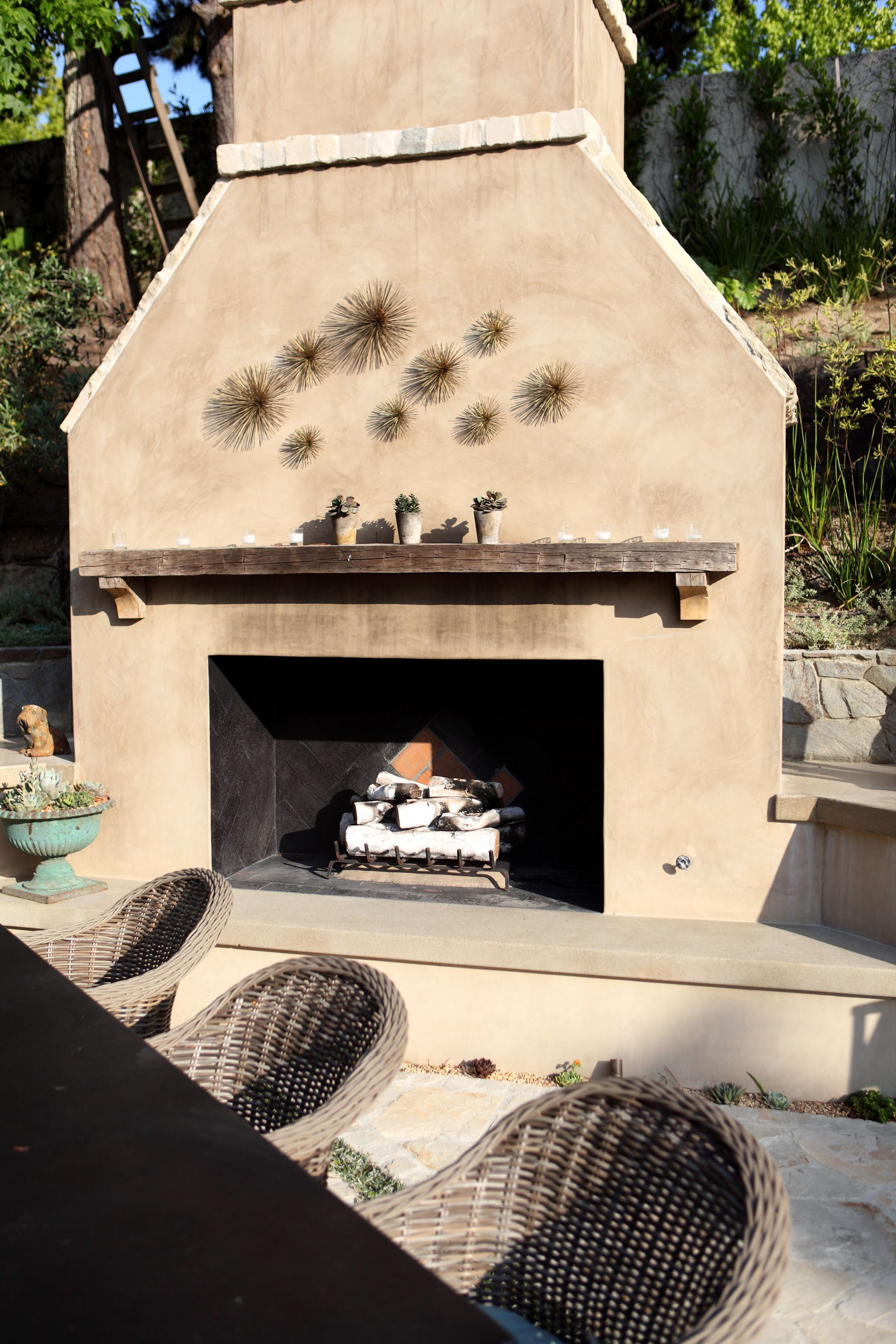Smooth Stucco Fireplace With Lompoc Cobblestone Detail A