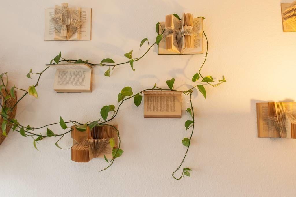 Schön Kreative DIY Idee: Pflanzenstützen Aus Alten Büchern. #Leipzig #WG #Zimmer  #Einrichtung #Wandgestaltung #Idee #DIY #Dekoration #Bücher