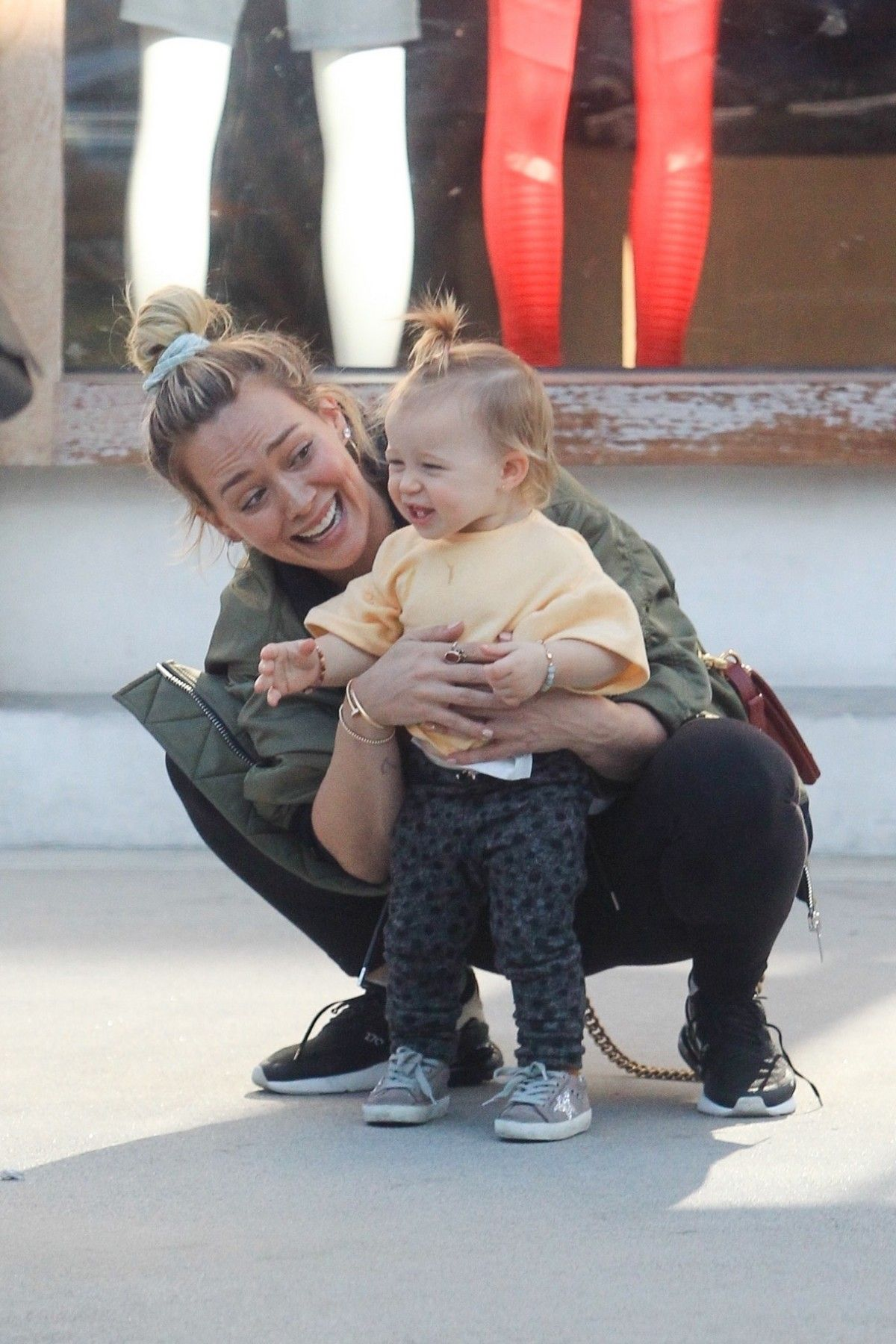 Hilary Duff Having Fun With Her Daughter Banks Violet Bair Out In Beverly Hills 2019 11 23 Hilary Duff The Duff Hilary Duff Baby