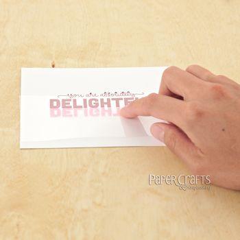 Créer le reflet d'un texte en le tamponnant une seconde fois sur une feuille transparente et s'en servir de tampon sous le texte original - tutoriel