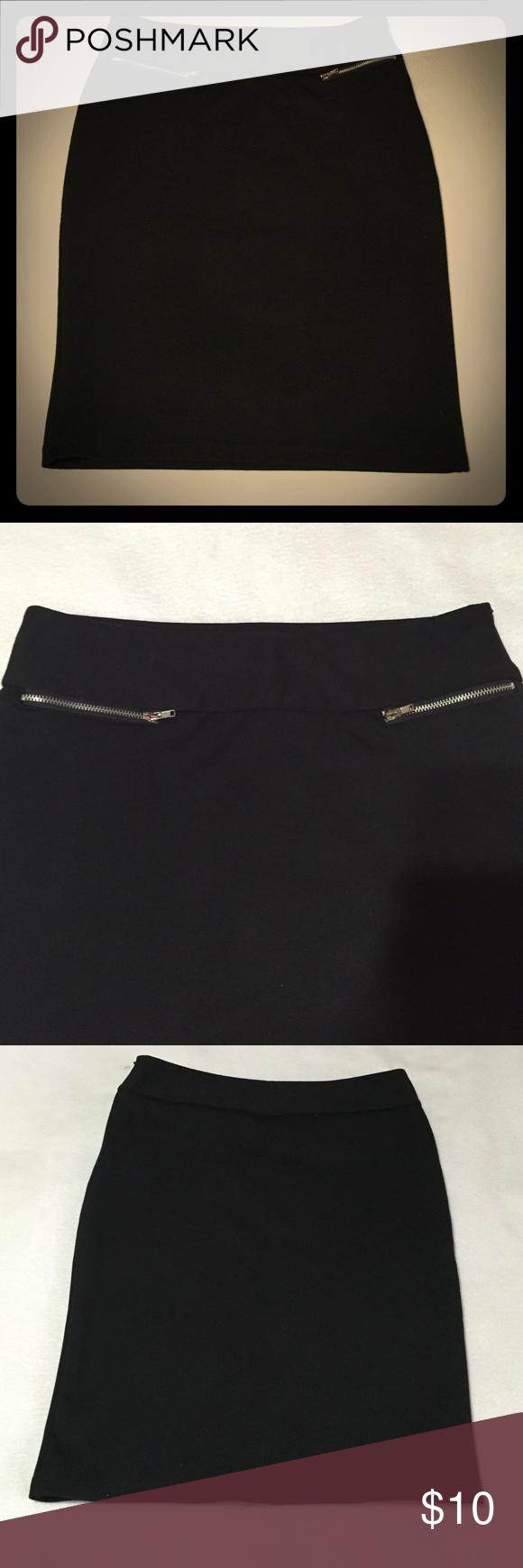 Pencil skirt w/zipper detail size 3 Like new. Heart Crush Skirts Pencil
