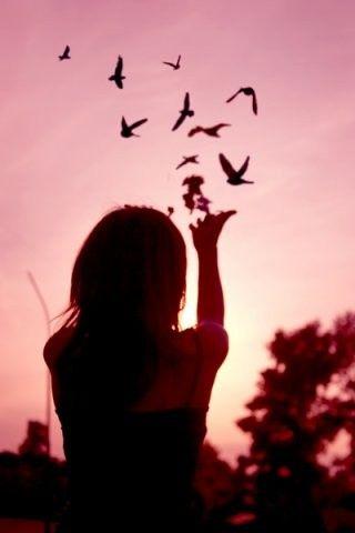 'Sielu - mikä se on,   ellei avara taivas,  jolla linnut liitelevät   ja syvällä sisimmässä   kotiinpaluun tuulet'     ~Rainer Maria Rilke