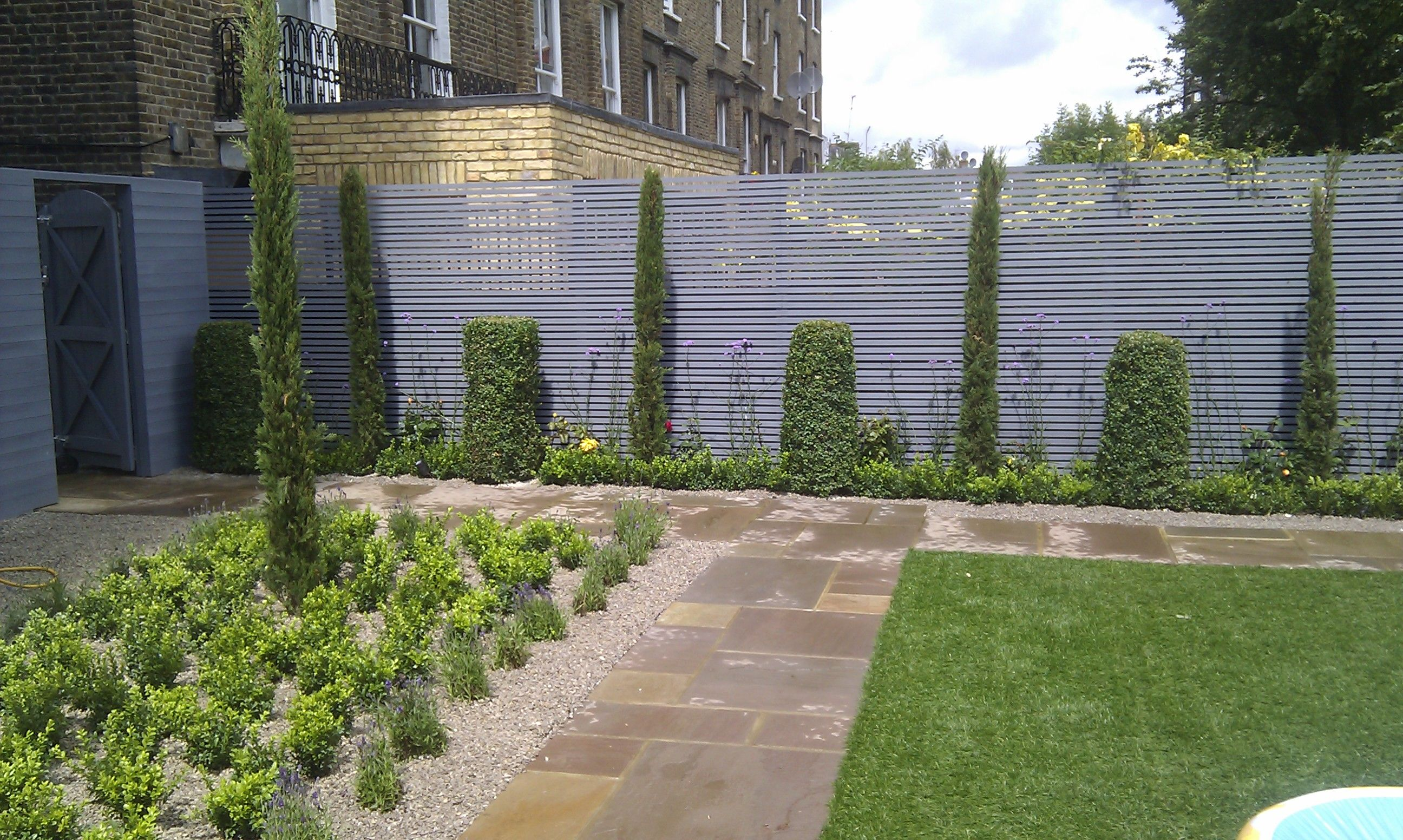 Low maintenance courtyard garden design designer planting privacy screen hardwood painted grey - Garden ideas london ...