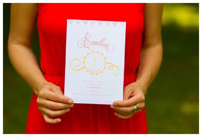 Eine süße erste Geburtstagsparty und schöne Einladungskarte von Pretty in Print