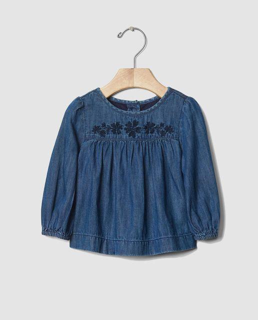 3a3abdd5f Camiseta de bebé niña Gap en azul vaquero con bordado