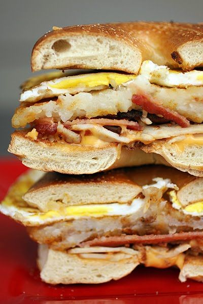 Egg Bacon Cheese And Hash Brown Bagel Sandwich Saturday Morning Slam Best Morning Ever Wwe Man Food Food Yummy Breakfast