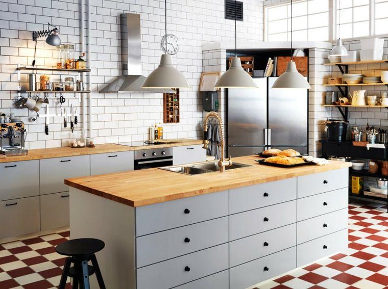 arredare-cucina-stile-tradizionale-top-legno-lampadari-sospensione ...