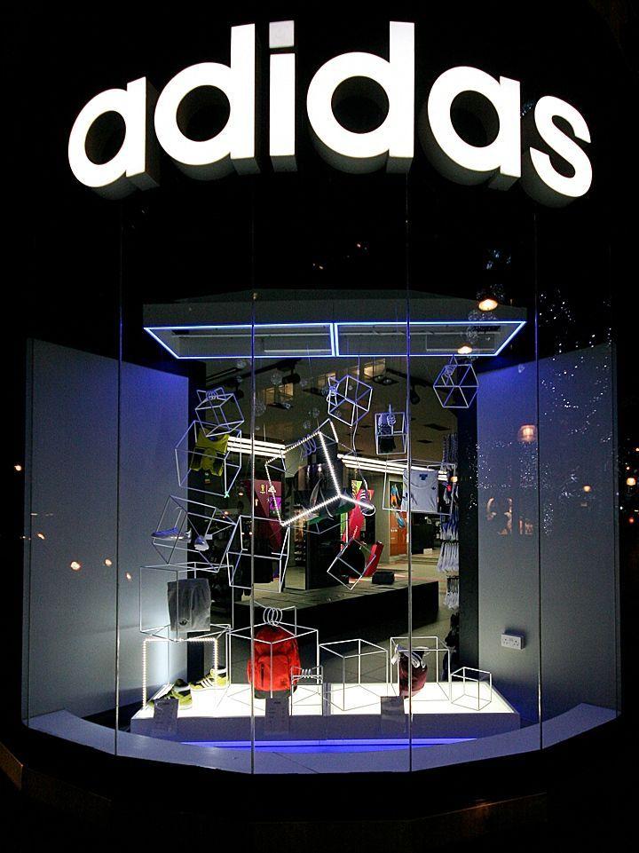 Velo algodón Mala suerte  adidas windows 2013 Winter, London » Retail Design Blog | Retail design,  Window display retail, Store design interior