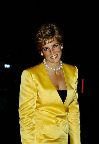 Princess Diana's Jewelry LARGE PEARL NECKLACE worn December 5, 1990 to Shirley Bassey's concert in honor of the charitable works of the Prince of Wales at the Palladium.