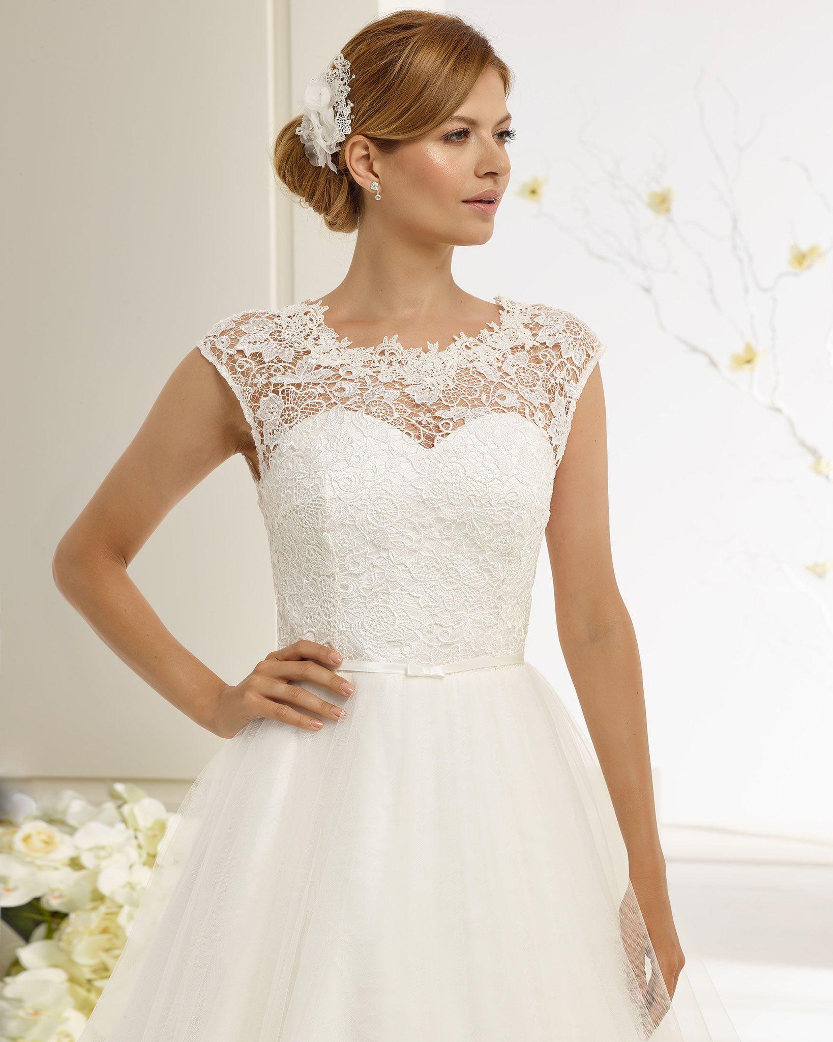 Brautkleid aus Spitze und Tüll.  Kleid hochzeit, Hochzeitskleider