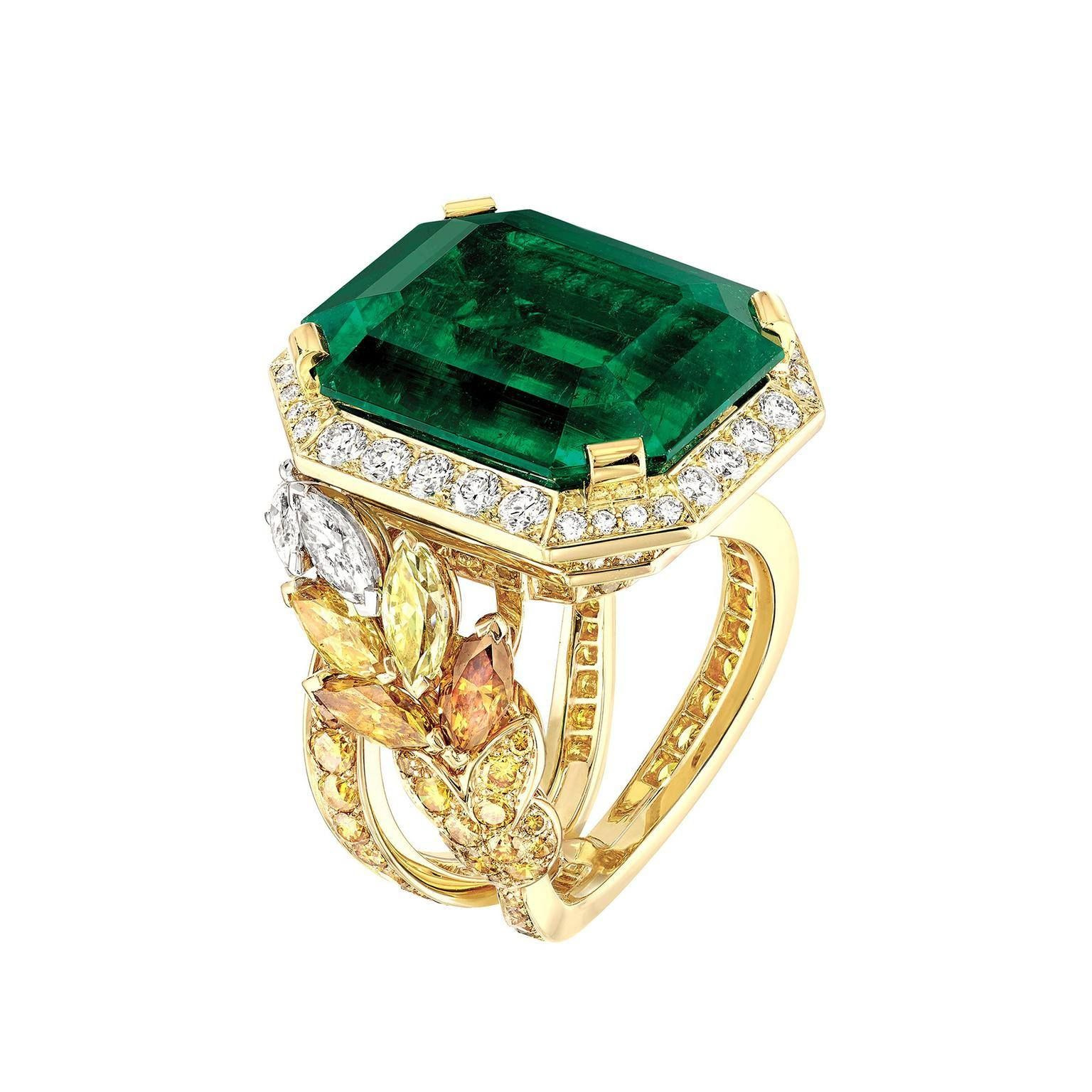 This Chanel ring features a velvety green Colombian Muzo emerald set in yellow gold, with a wheat sheaf design in marquise-cut fancy coloured diamonds. Wheat is the central motif in the Chanel Les Blés collection and symbolises prosperity and wealth.
