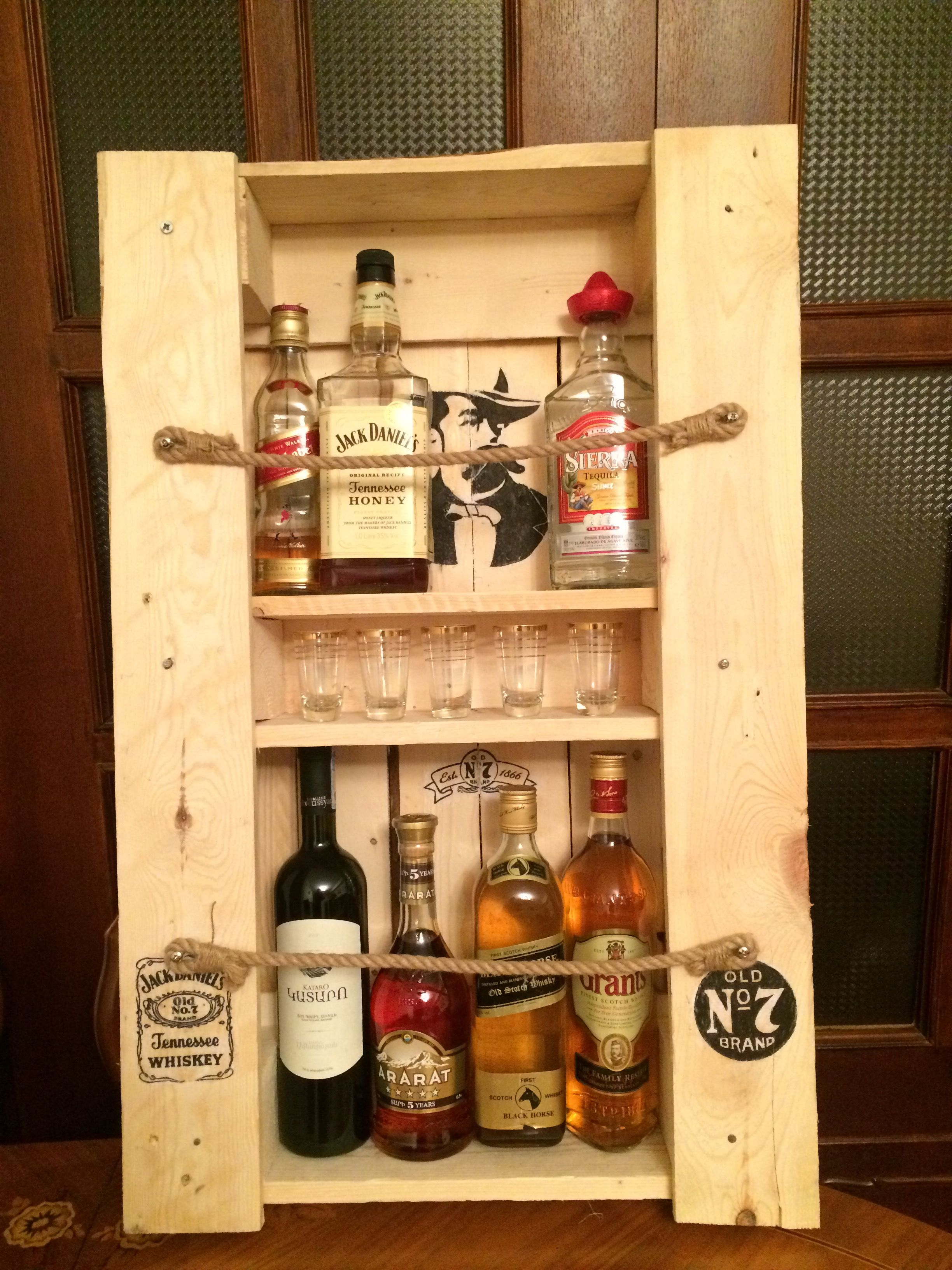 Jack Daniel`s whiskey rack made from recycled pallets | Planka ...