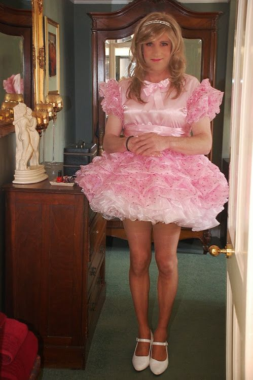 Dress up like a sissy and play with me