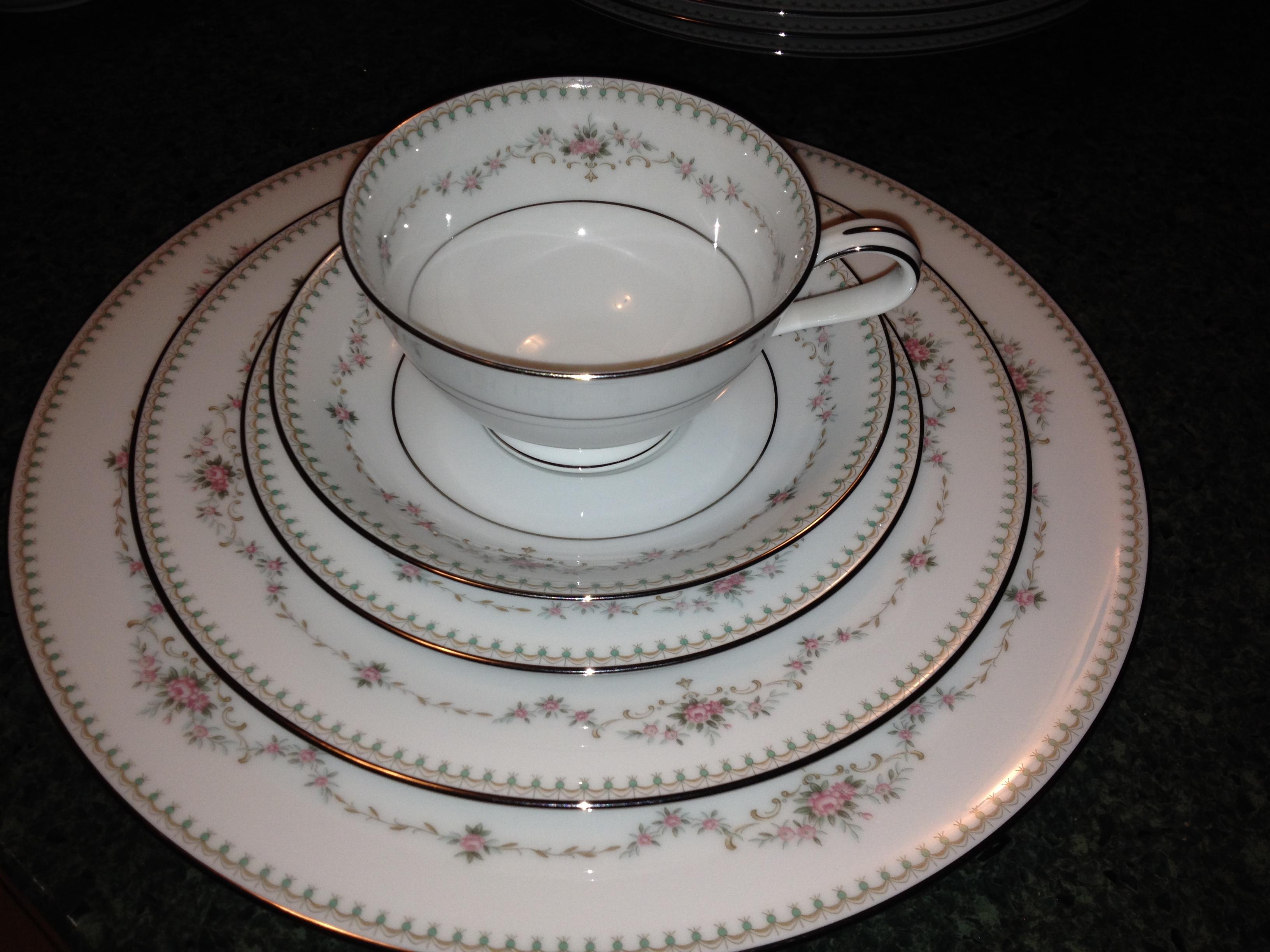 "4 Vintage Lenox FAIRMOUNT DINNER Plates 10 1//2 /"" China Blue Floral Rose"