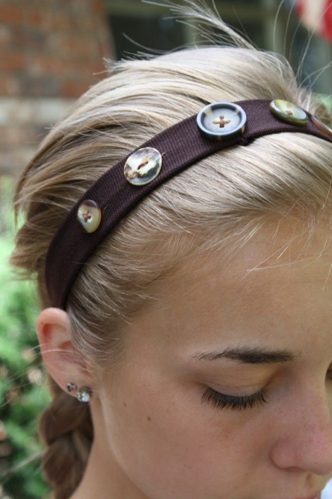 Super cute button headbands.