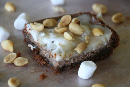 The Sweet {Tooth} Life: Peanut Butter Snickers S'mores Cheesecake Bars {Gluten Free!}