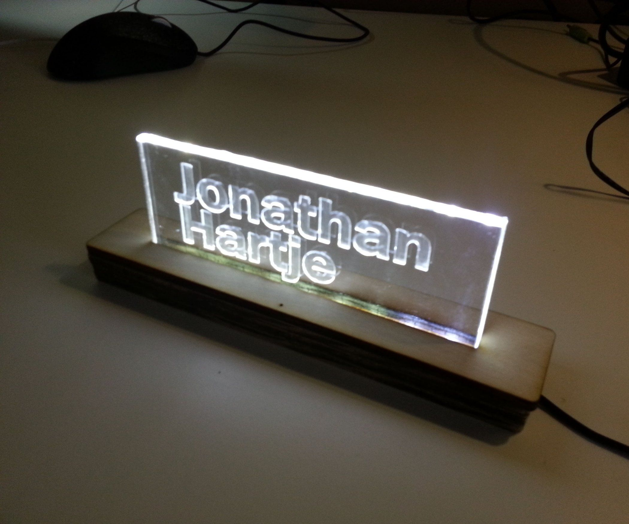 7d3c5eb39b This Instructable shows you how to build a Side-lit Acrylic Sign