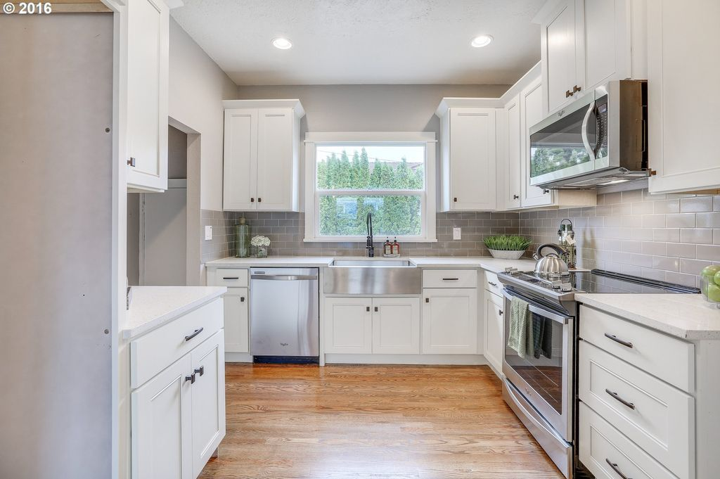 Traditional Kitchen with Marley Flat Panel Cabinet Door ...