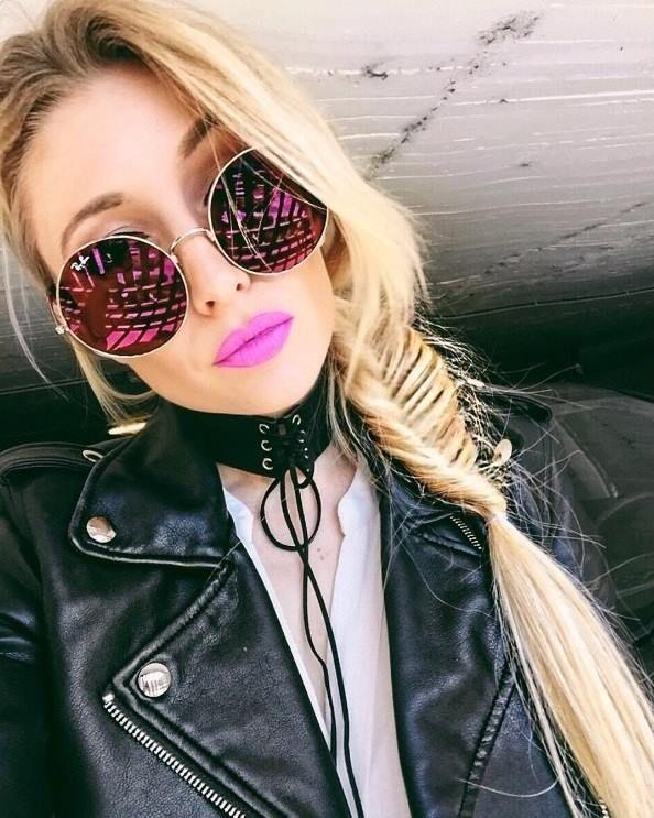 Estamos apaixonados nesse óculos redondo na cor rosa! A linda  chloeknows  está deslumbrante com o Ray Ban Ja Jo dela!  oticaswanny  chloeknows  rayban  ... 35ee44bdaa