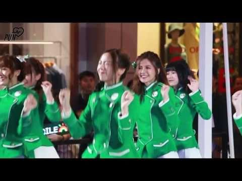 20181120] ชีวิตดีเมื่อมีGrab dance  [Pun BNK48 focus] - YouTube