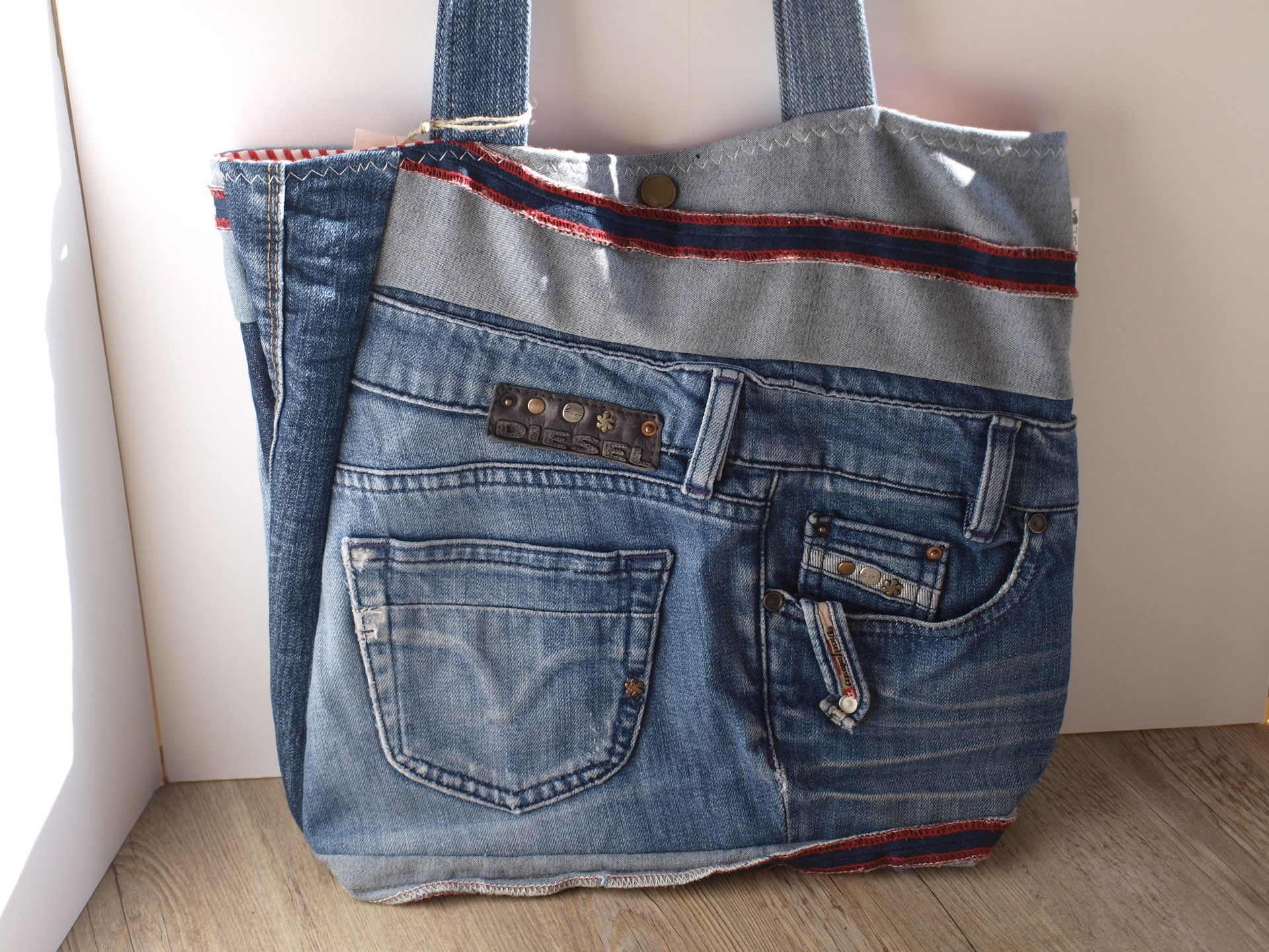 Sac en jean customisation fashion designs - Sac a main en jean ...