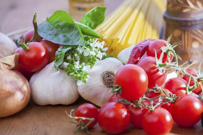 How to Cook Spaghetti Sauce With Fresh Herbs