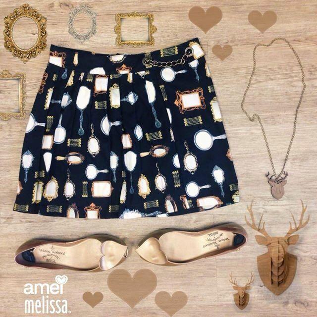 Que não SAIA da cabeça o AMOR que tenho em me olhar no ESPELHO e ver o quanto eu posso @loja_amei  #espelho #melissa #saia #amor #lojaamei #sapatilha #grata #dialindo