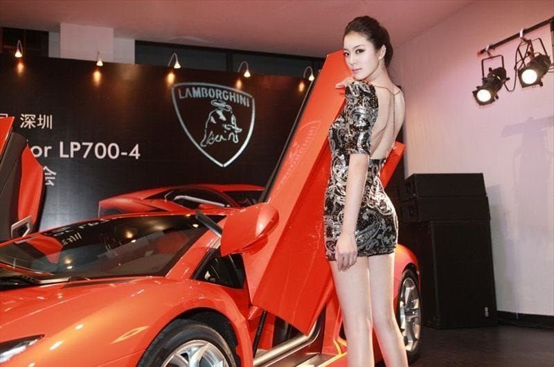 Selena Gomez Fashion Show Celebrity Beautiful Babe Posing