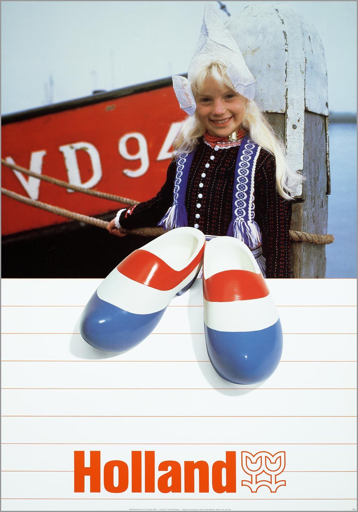 Meisje in Volendammer klederdracht met rood-wit-blauwe klompen 1982 NBT Media en communicatie Reclame affiche Holland #NoordHolland #Volendam