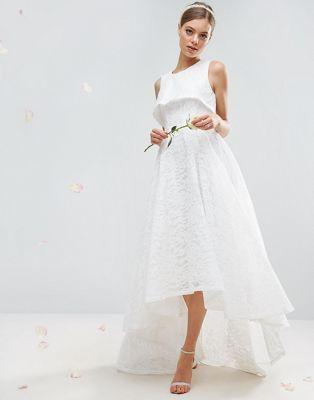 vestido largo de encaje con diseño asimétrico de asos bridal