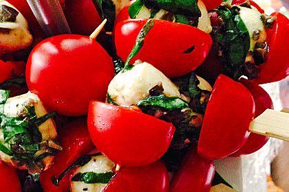 Tomatenspieße mit mariniertem Mozzarella