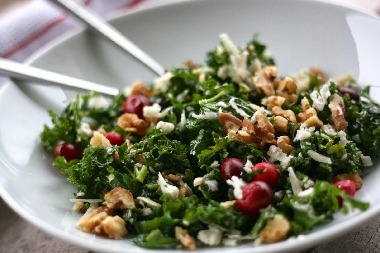 smartmat: Grønnkålsalat + tørkede tranebær + blomkålparmesan = Supergrønn Detoxmat!