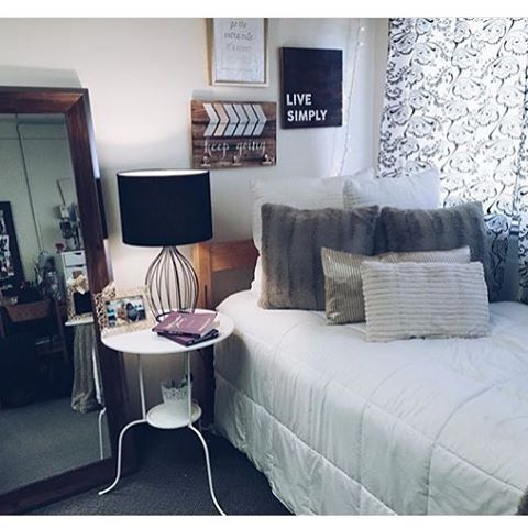 Cute Dorm By @courtneymarycrain Loving The Color Scheme And Little Table!    SUBMIT YOURS Part 81