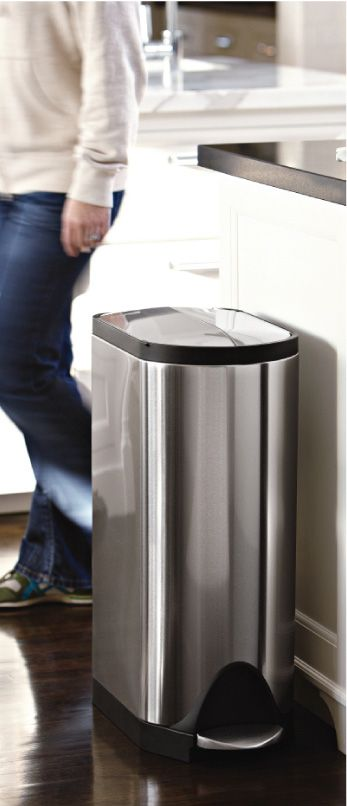 Simplehuman garbage can. Let's see if it is Chesapeake Bay Retriever proof.