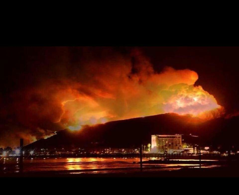 Ventura California On Fire On 12 5 17 Ventura California Hotel California Ventura County