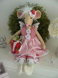 Zuckersuesse-Erdbeer-Maus-aehnlich-Tilda-Engel-Shabby-Deko-Puppe