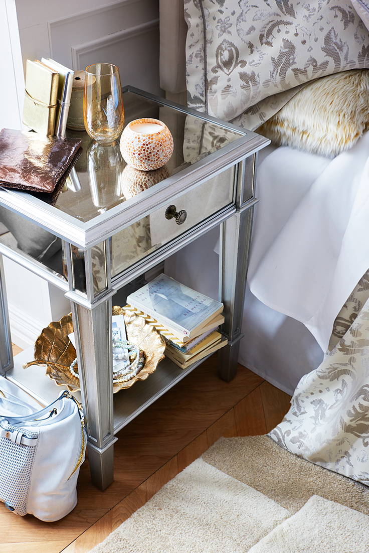 Hayworth Mirrored Silver Nightstand Mirrored Bedroom Furniture