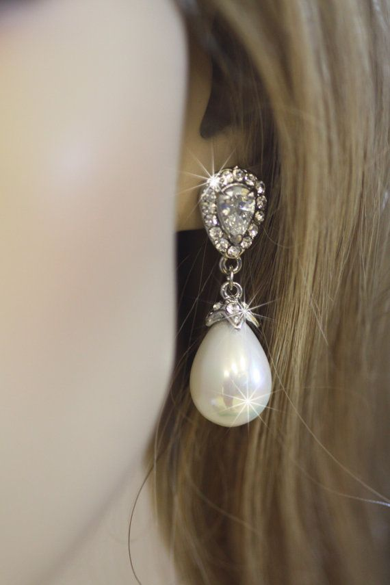 a top pear minus version smaller pin of tiara on shaped pearl the pearls