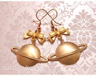 http://adf.ly/1JLOgP Retour de Saturne élégance intergalactique boucles d'oreilles pour classique Romance Angel série pour Lolita classique, Dolly Kei, Style romantique