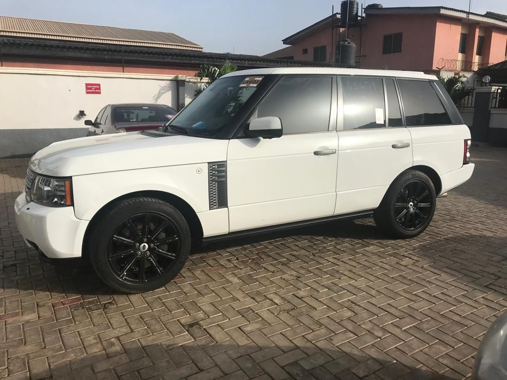 White On Black 2011 Range Rover Vogue Supercharged Range Rover Interior Land Rover Models 2011 Range Rover