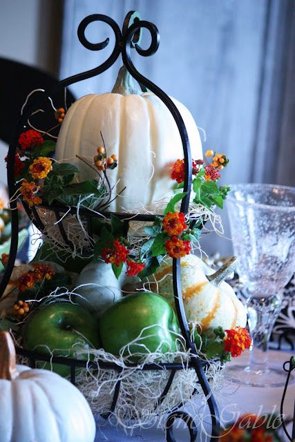 26 Awesome Black And White Thanksgiving Décor Ideas Elegant With Red Flower Pumpkins Ornam