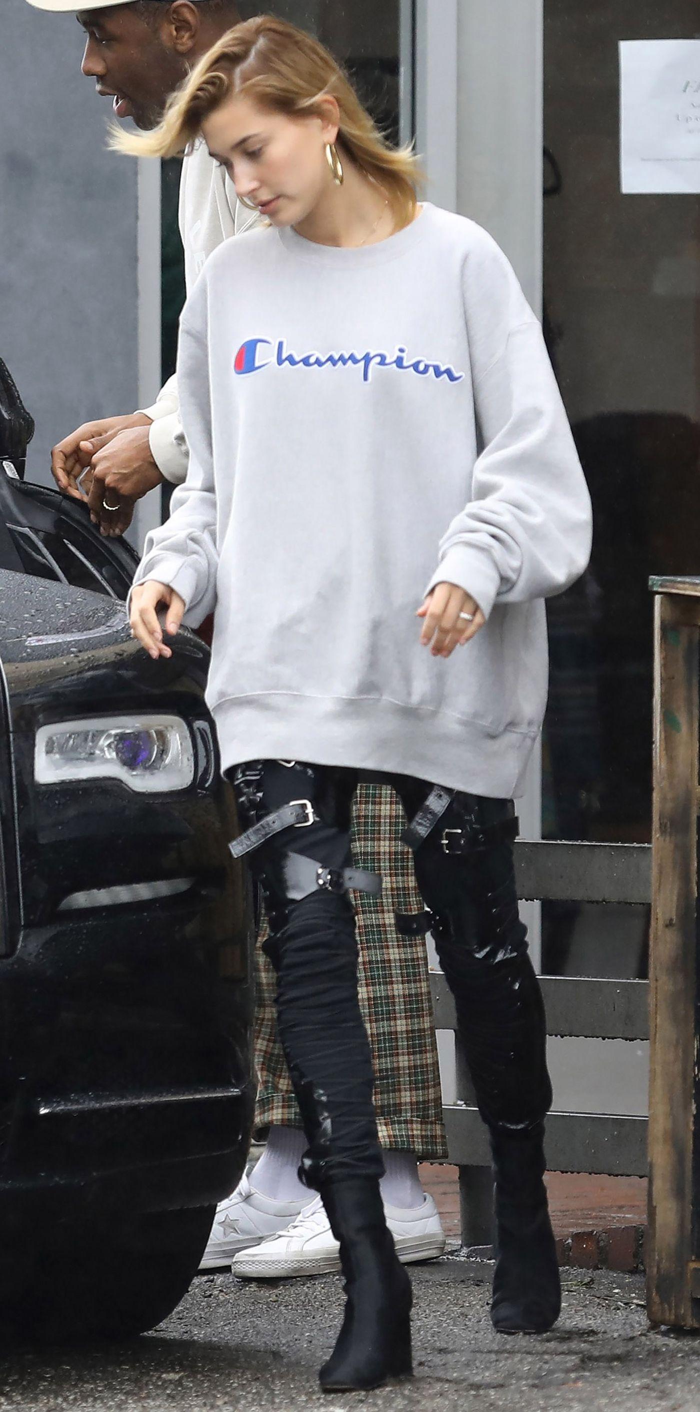 Look Of The Day Sporty Outfits Sweatshirt Street Style Grey Champion Sweatshirt [ 2822 x 1400 Pixel ]
