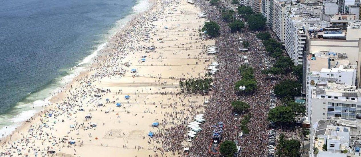 http://oglobo.globo.com/rio/carnaval/2016/bloco-da-favorita-reune-famosos-na-orla-de-copacabana-18624178?utm_source=Facebook&utm_medium=Social&utm_campaign=O%20GloboBloco A Favorita, em Copacabana Foto: Fernando Maia