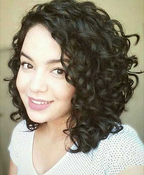 Short Curly Hair Easy To Carry And Manage Alluring Short Curly Hair Ideas For Summerti Haircuts For Curly Hair Curly Hair Styles Naturally Curly Hair Styles