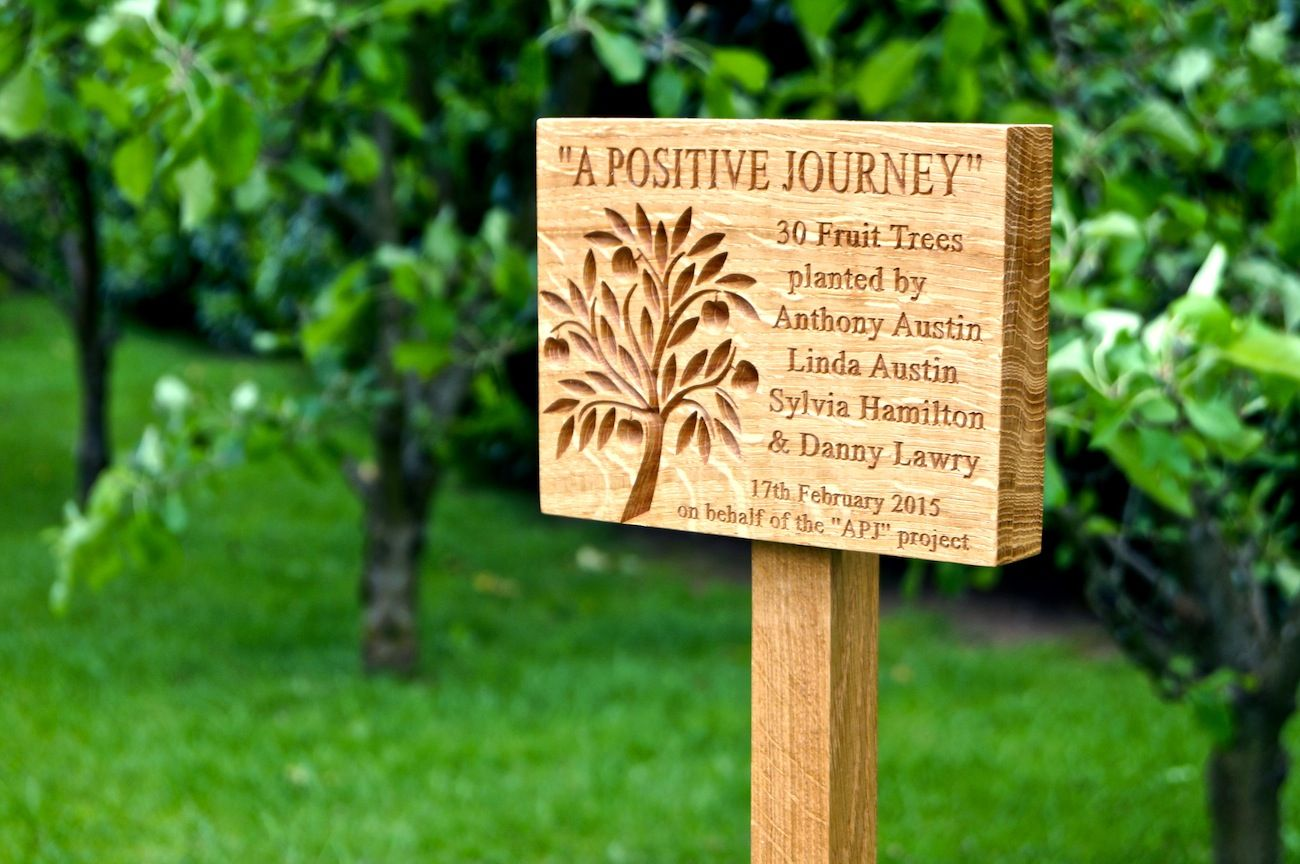Engraved tree memorial plaques makemesomethingspecial