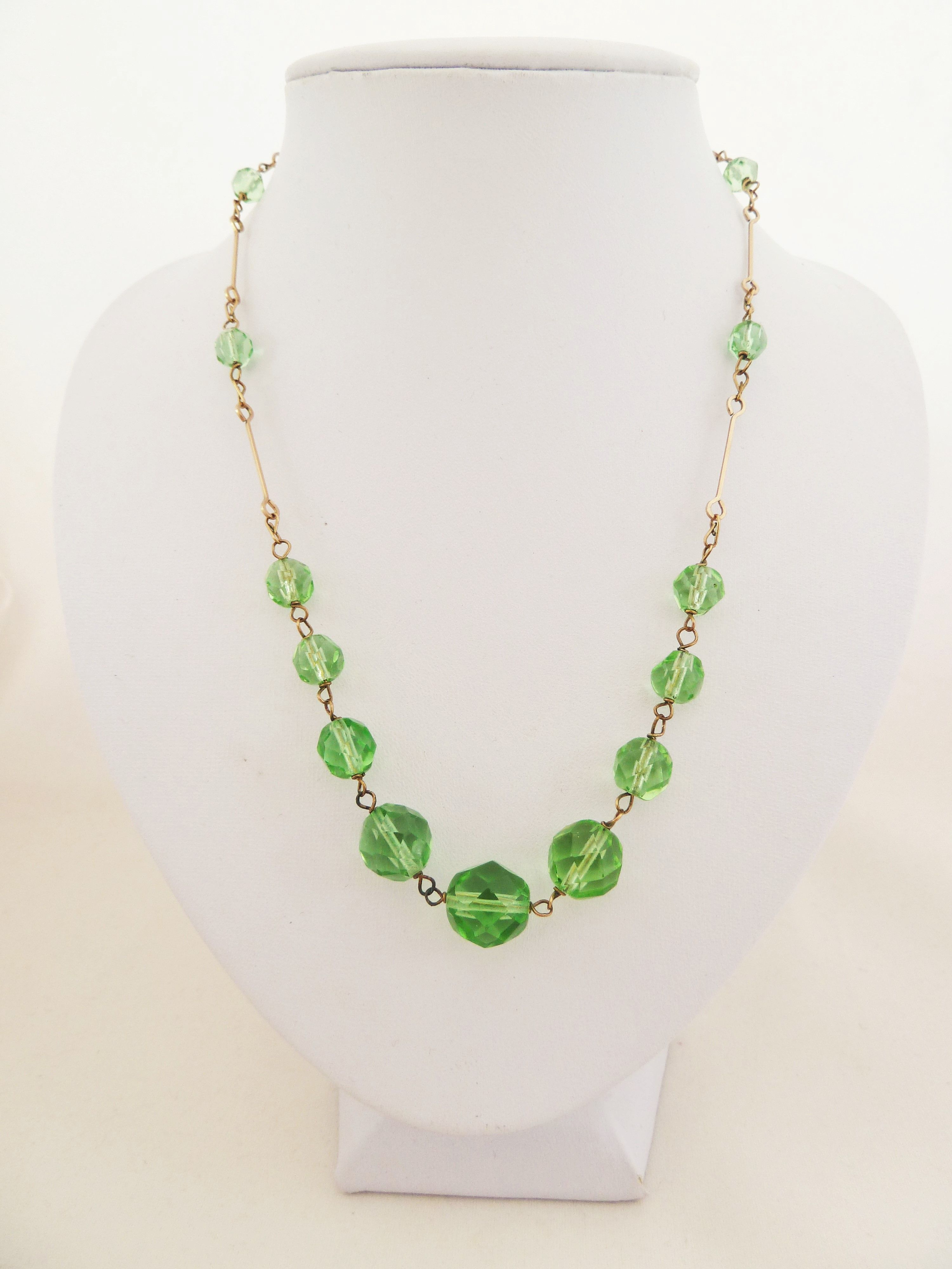 Peridot green faceted glass bead rolled gold link necklace. Art Deco 20s/30s