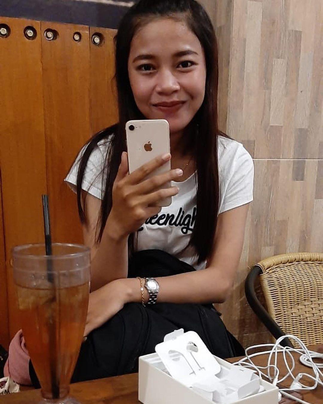 Alhamdulilah Sold Out Iphone 8 64 Gb Gold Makasih Kak Lizar Atas Pembelian Iphone Nya Semoga Berkah Ya Mirror Selfie Iphone Selfie