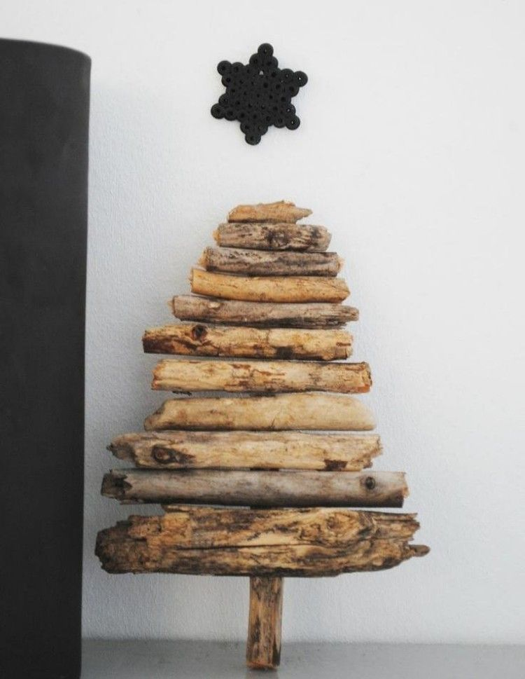 einfache idee für selbst gemachten christbaum aus holz,