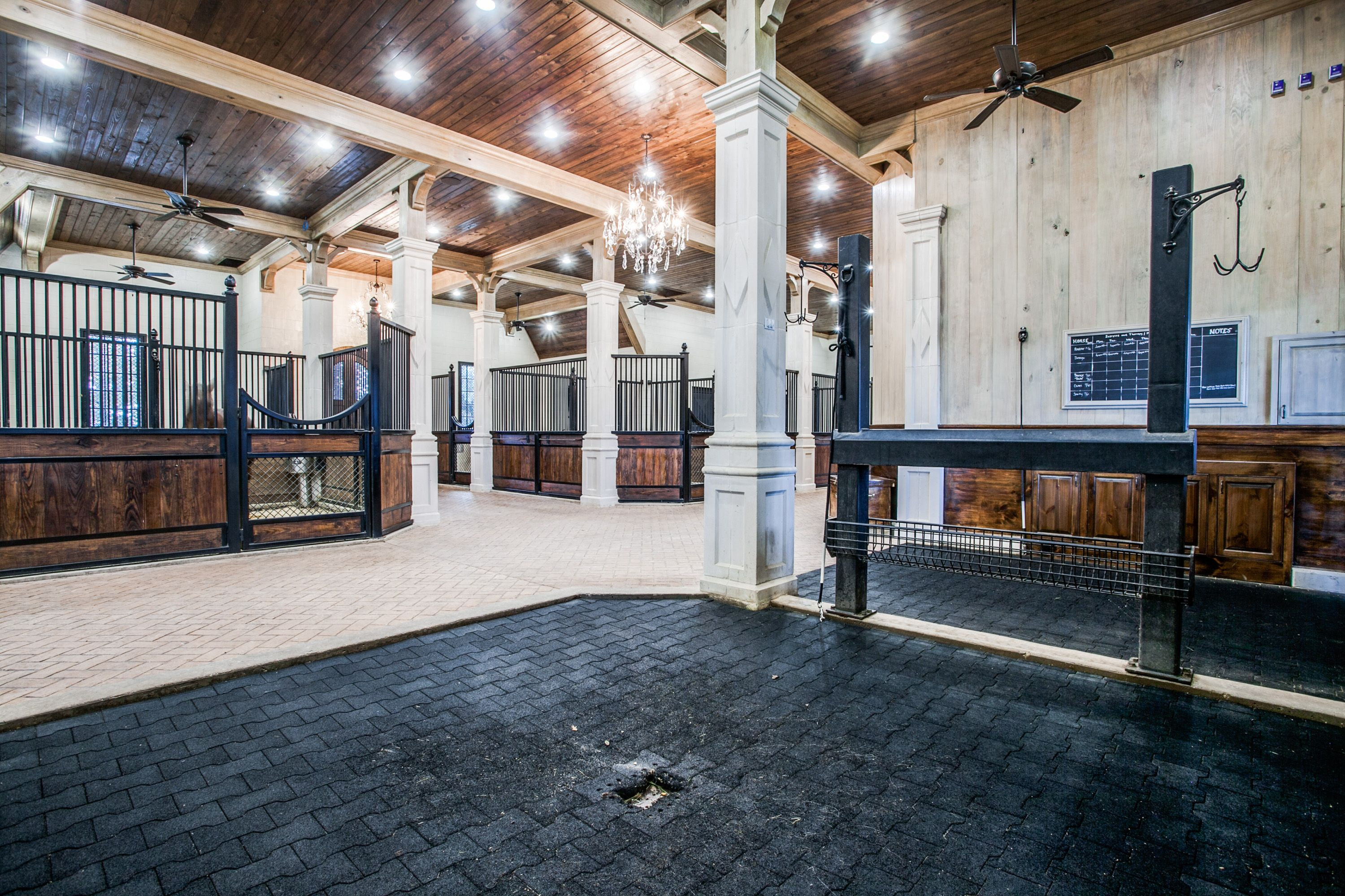 Luxury Horse Stables / An Equestrian Lovers Dream ...